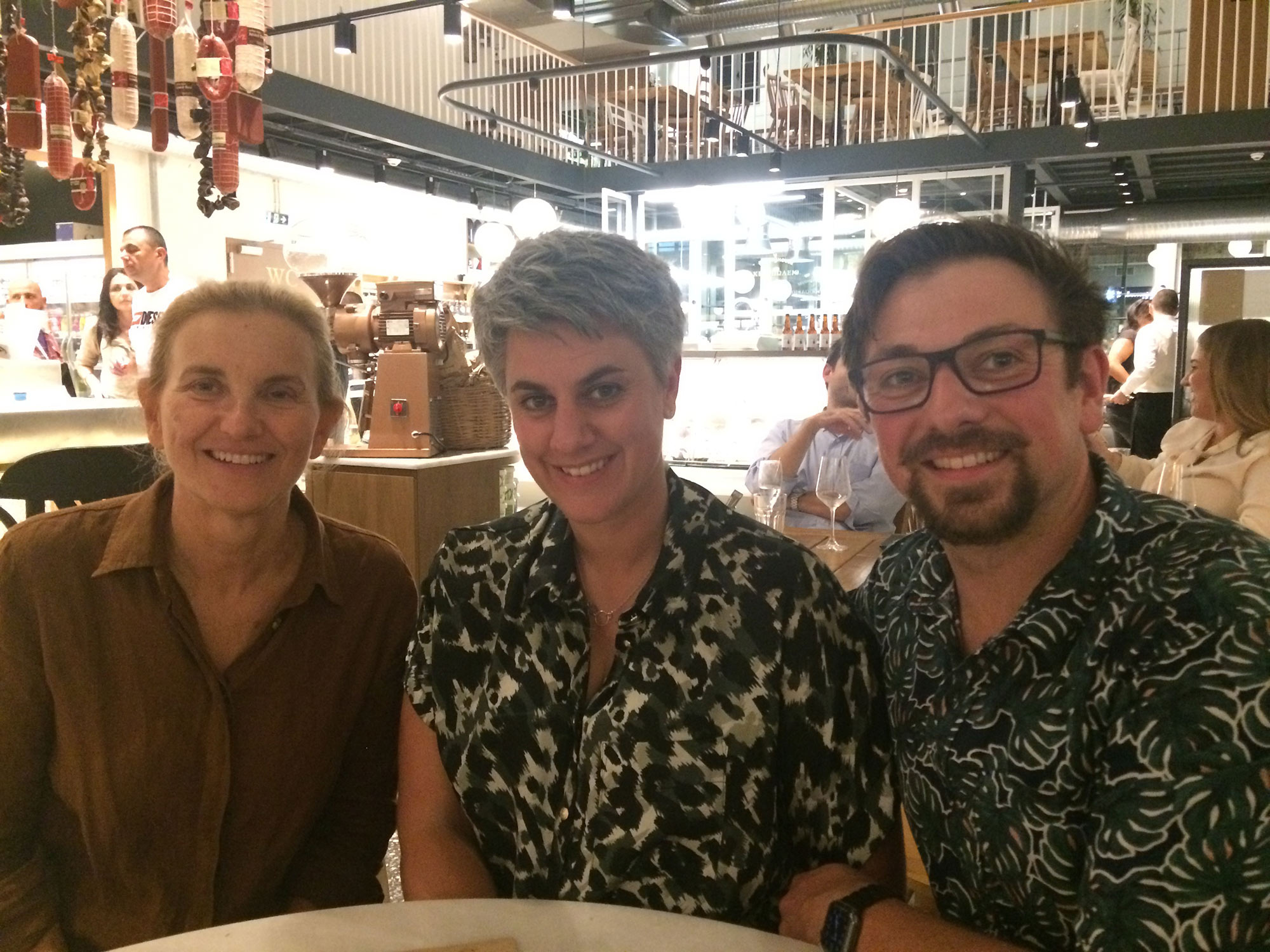 Η Διευθύντρια Marketing & Επικοινωνίας της ΕΛΟΠΥ, Ισμήνη Μπογδάνου, και οι νικητές του διαγωνισμού της Seafood Expo Global
