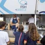 """Το fish truck """"Fish from Greece"""" προσφέρει ψαρόσουπα με κρανιό στον χειμερινό διάπλου Βουλιαγμένης 2"""