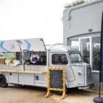 """Το fish truck """"Fish from Greece"""" στον χειμερινό διάπλου Βουλιαγμένης"""