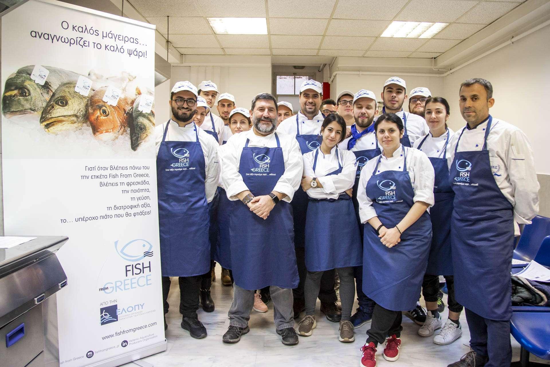 Ο πρεσβευτής της ΕΛΟΠΥ Γιάννης Μπουροδήμος με τους σπουδαστές των σχολών μαγειρικής