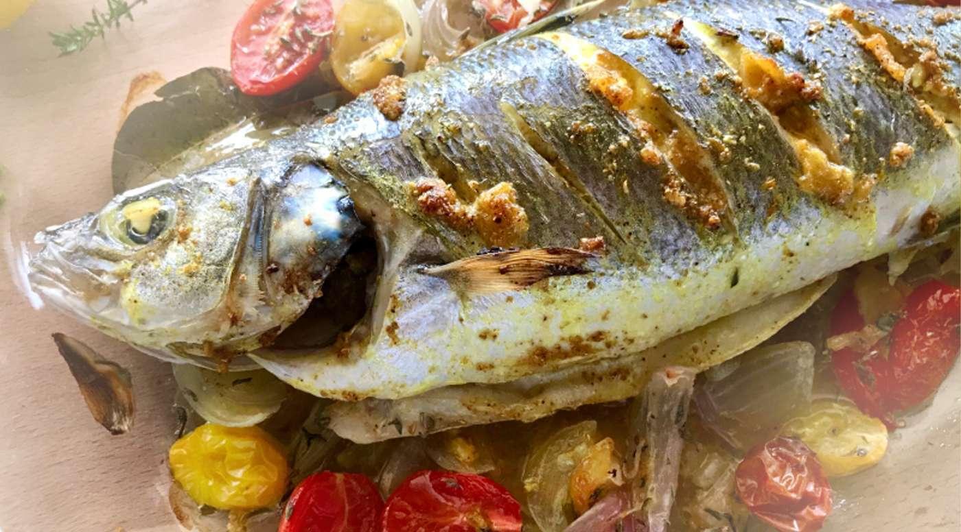 Ψάρι ψητό με σάλτσα ταχίνι