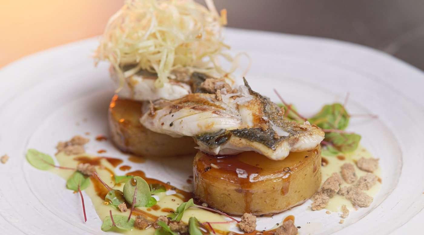 Φιλέτο λαβράκι με πατάτες & κριθάρι