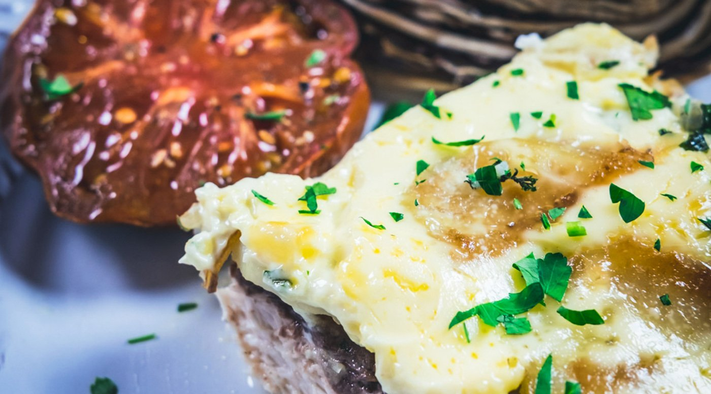 Φιλέτα μαγιάτικου στο φούρνο με πατάτες και μαγιονέζα